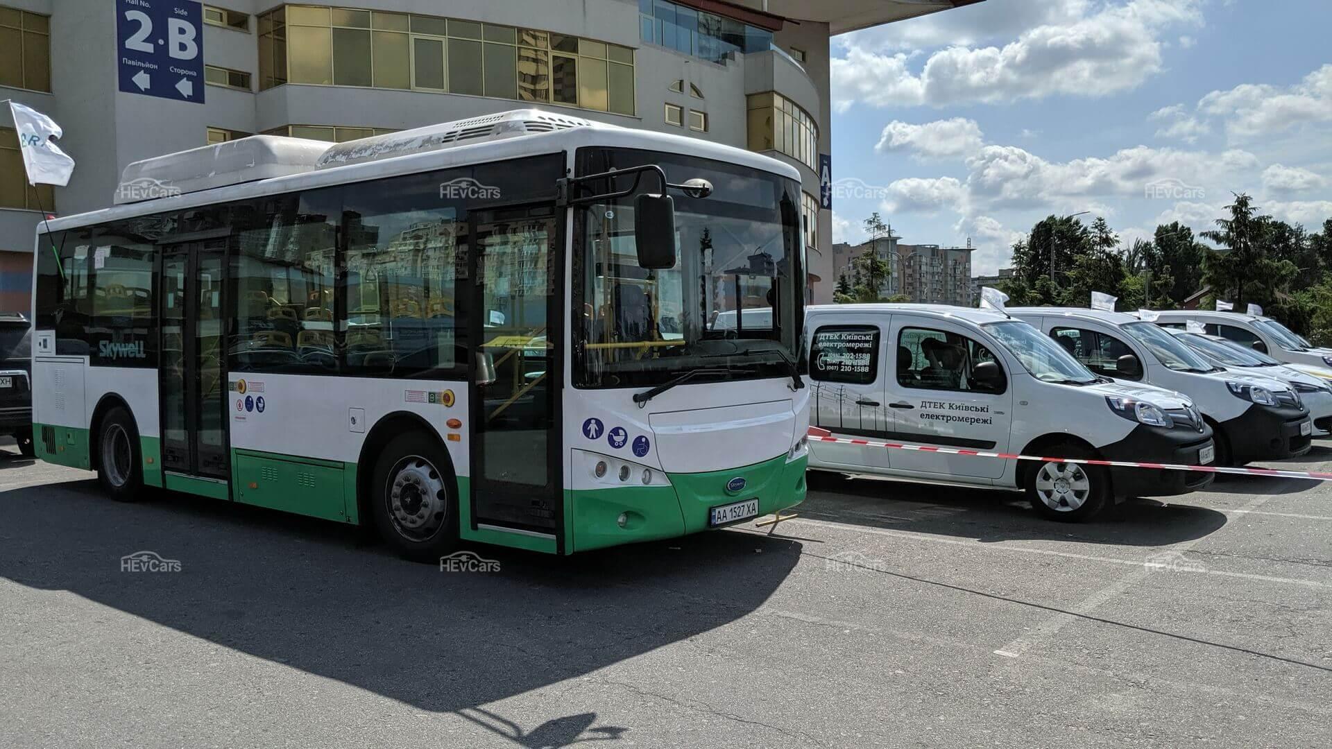 Городской электробус Skywell & Renault ZOE и Kangoo Z.E. из автопарка ДТЭК