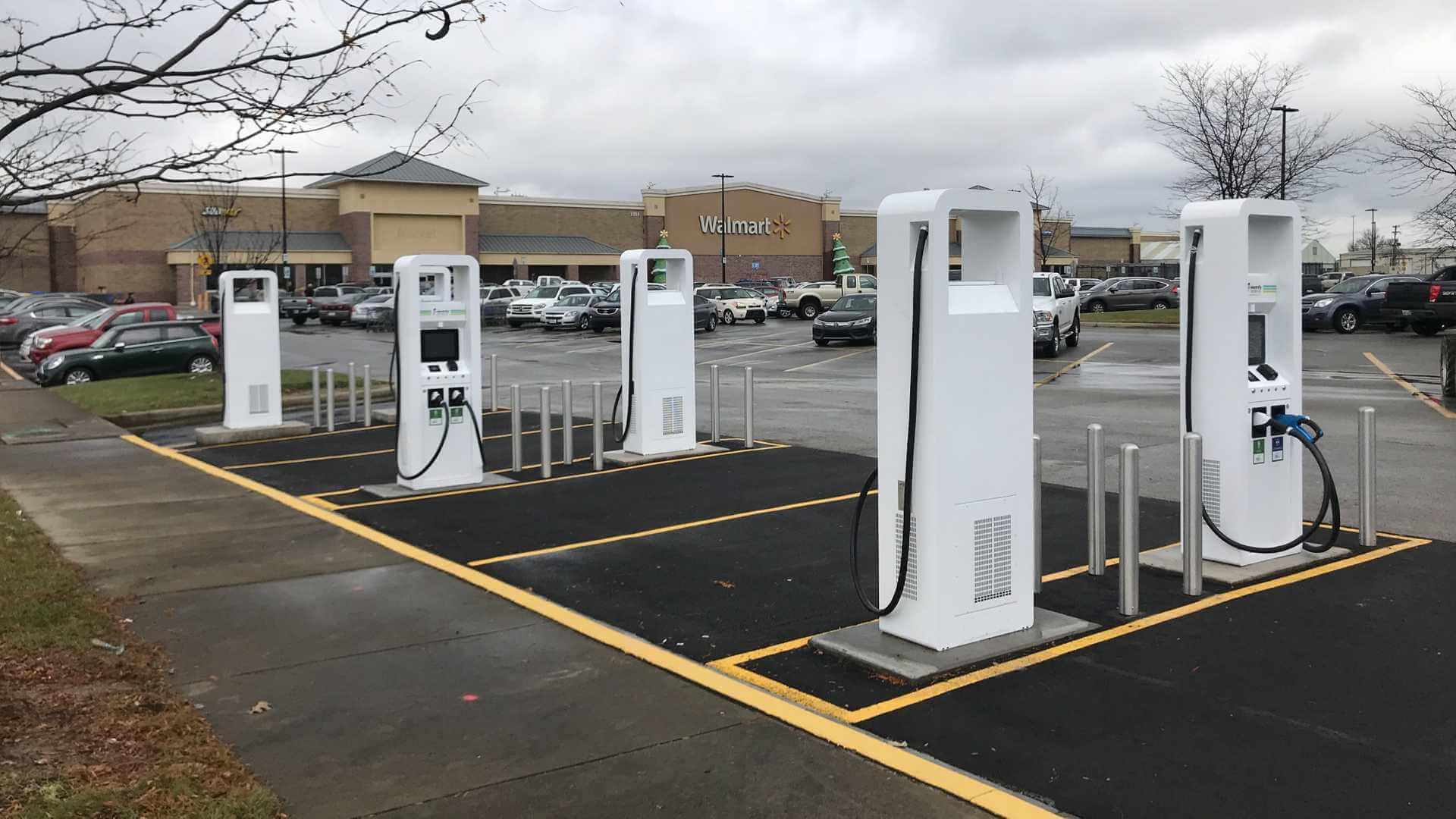 Быстрые зарядные устройства Electrify America возле Walmart