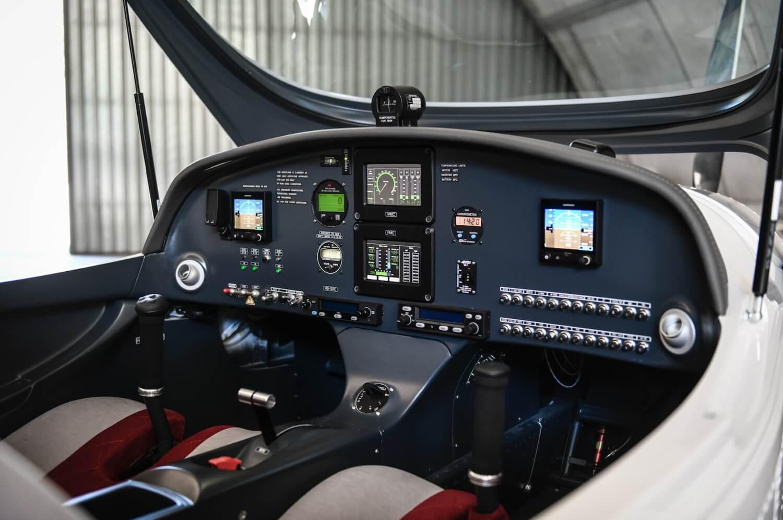 Приборная панель электрического самолета Н55