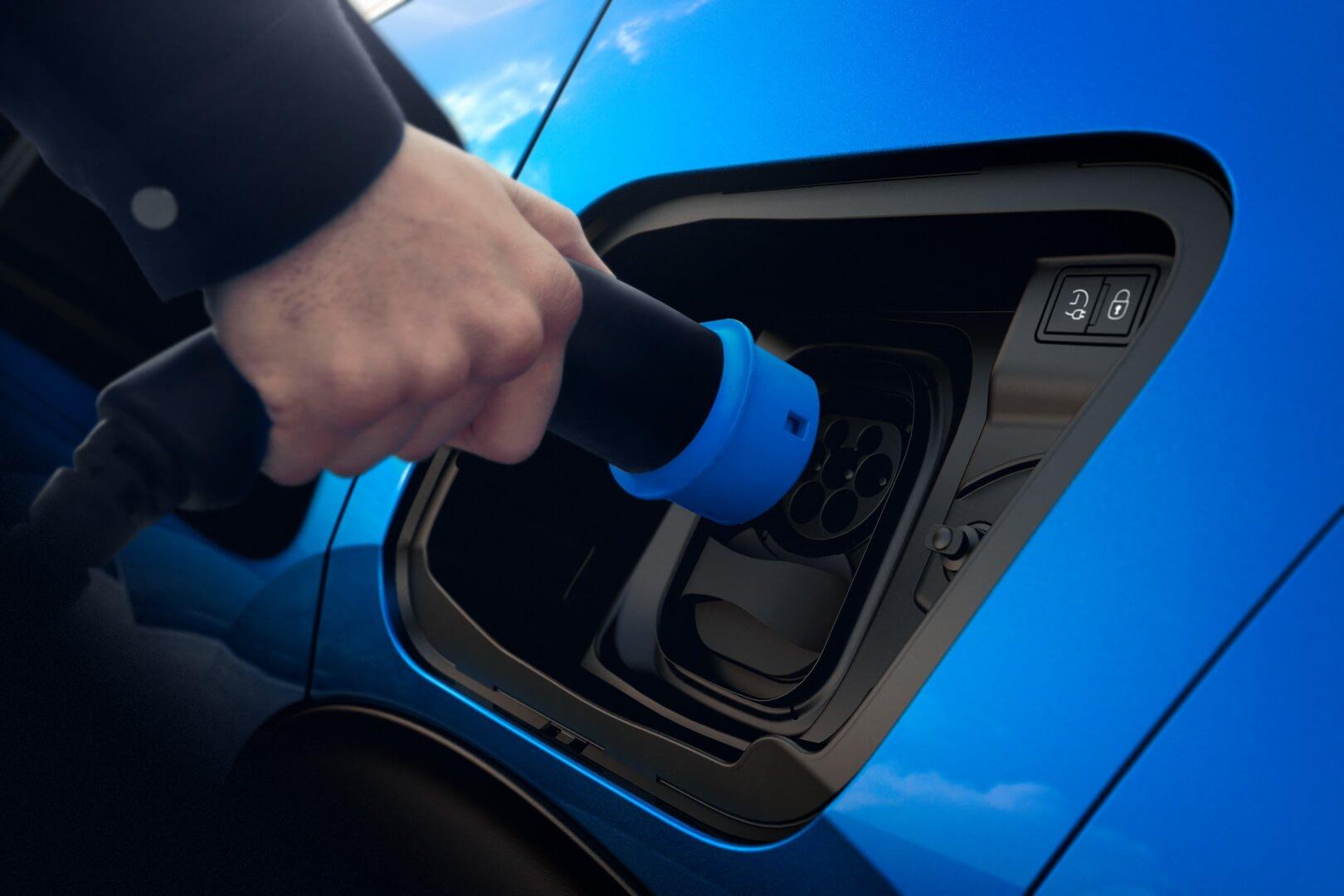 Порт зарядки Peugeot e-2008
