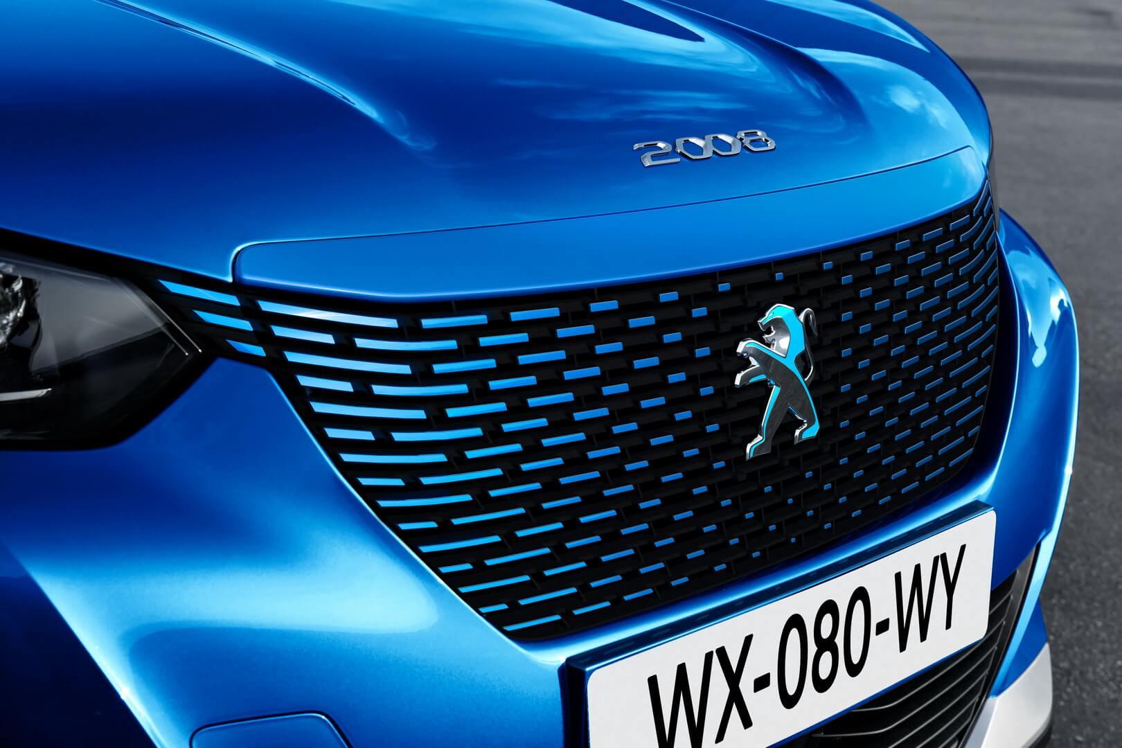 Радиаторная решетка электрического кроссовера Peugeot e-2008
