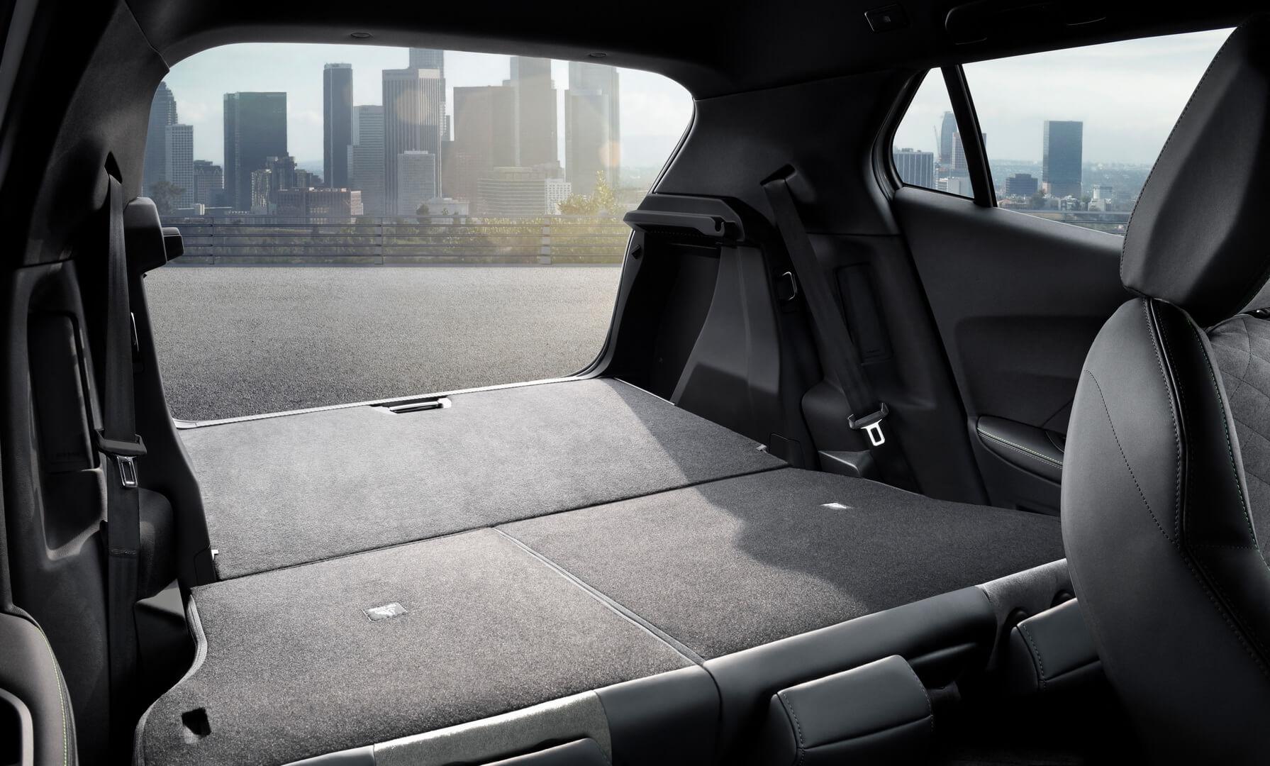 Складывающийся задний ряд сидений электромобиля Peugeot e-2008