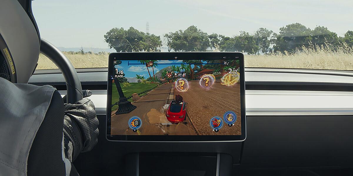 Tesla предлагает новые видеоигры в приложении Tesla Arcade