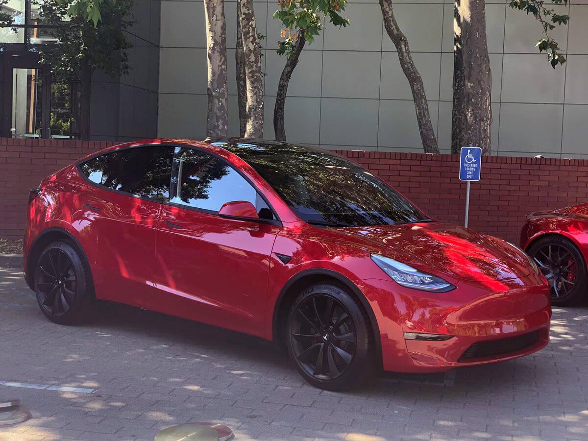 Электрокроссовер Tesla Model Y