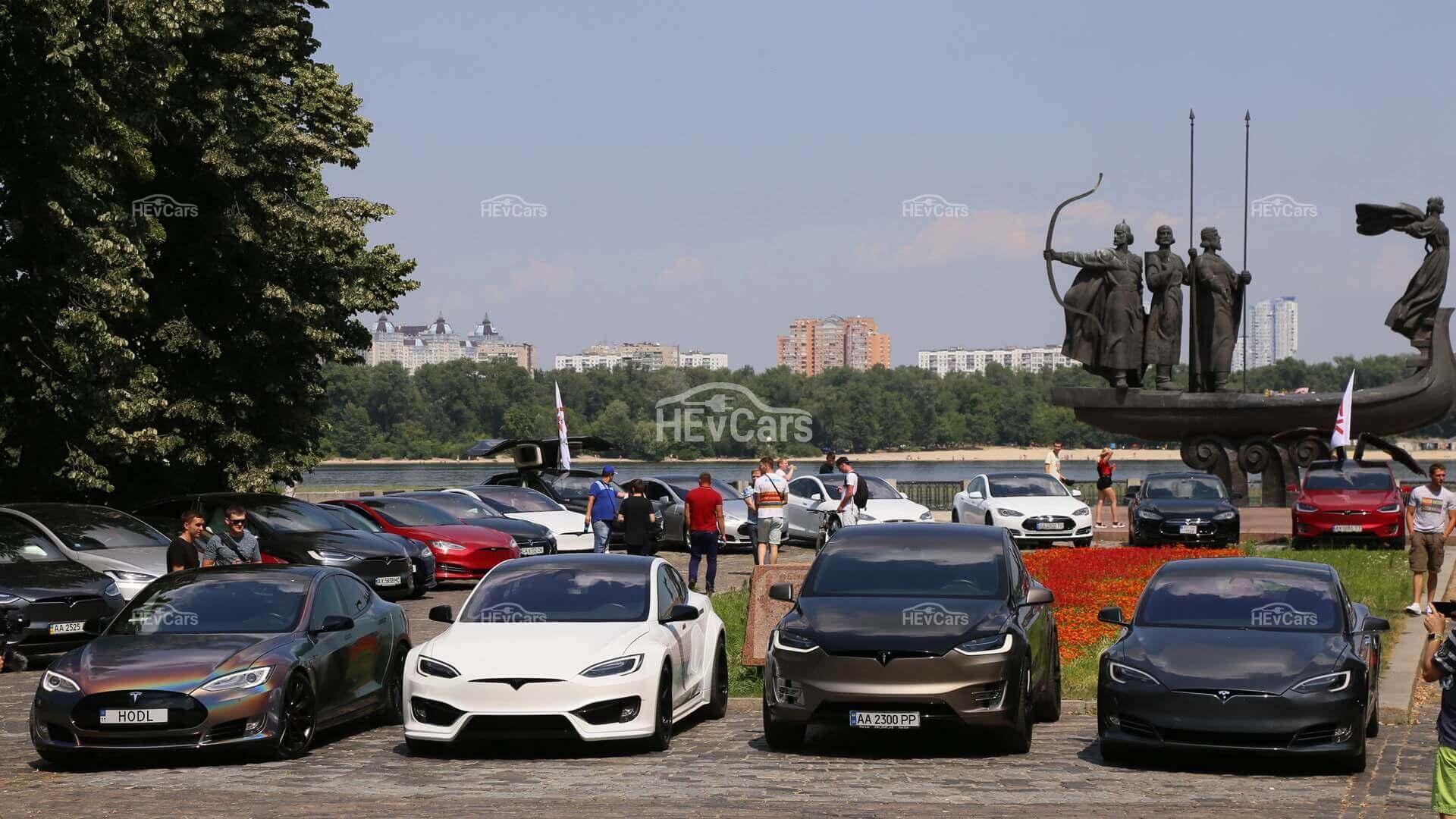Прошел фестиваль электрокаров Tesla в Киеве
