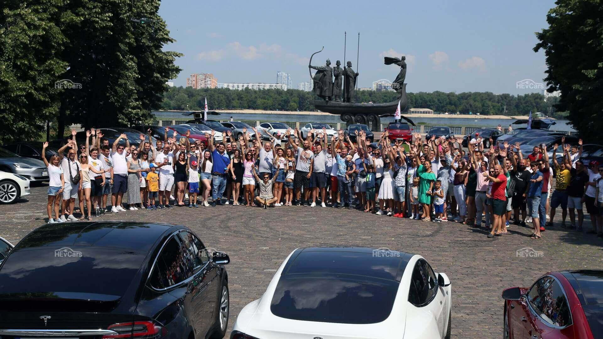 «Тесловоды» оторвались в Киеве на ТеслаПикникЧайка