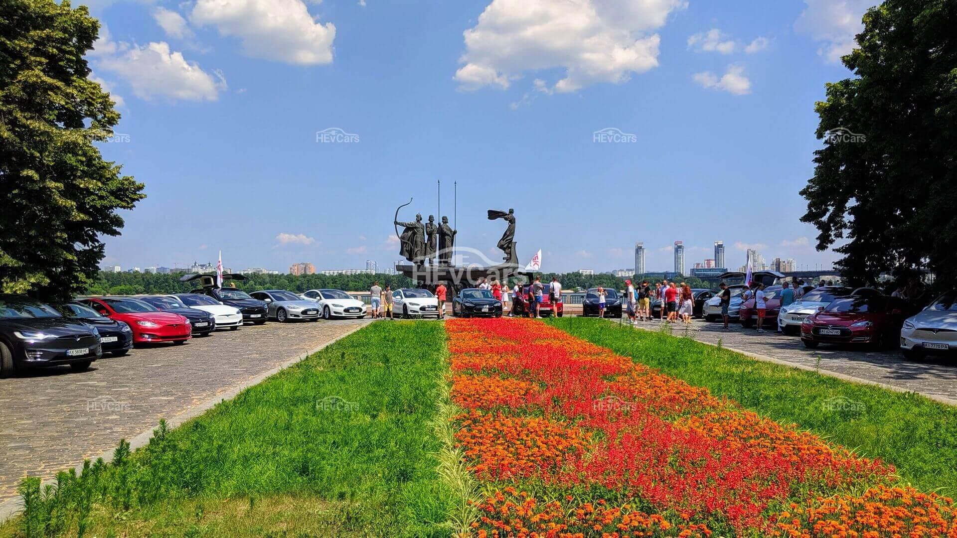 В Киеве состоялся фестиваль электрокаров Tesla — ТеслаПикникЧайка