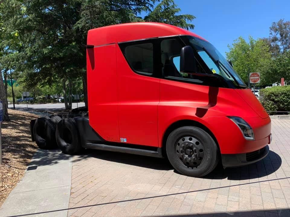 Электрический грузовик Tesla Semi - фото 2