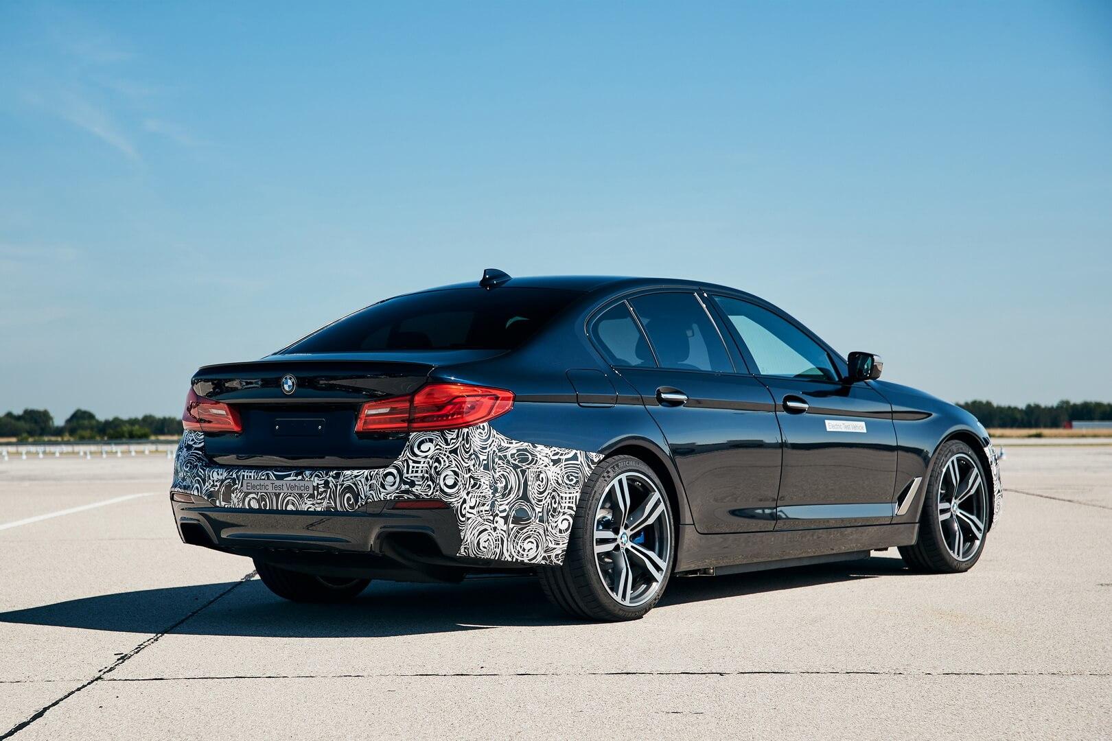 BMW представила концепт с системой 3 приводов