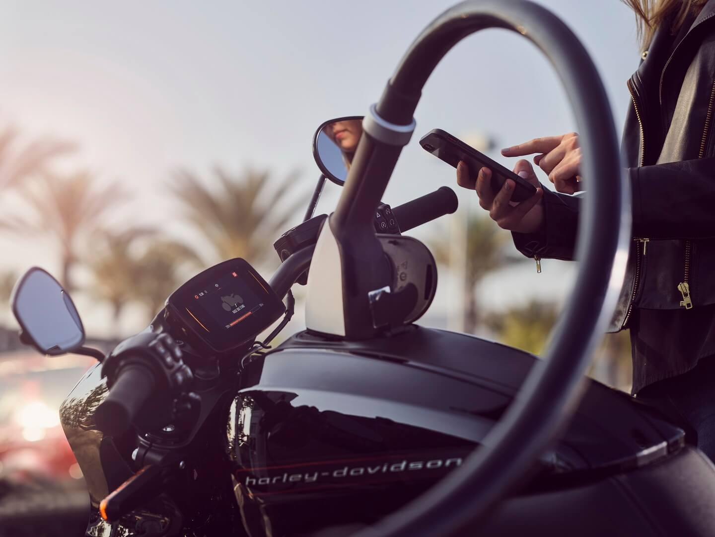Быстрая зарядка электрического мотоцикла Harley-Davidson