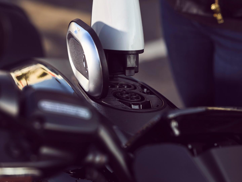 Разъем для зарядки CCS Combo1 в Harley-Davidson LiveWire