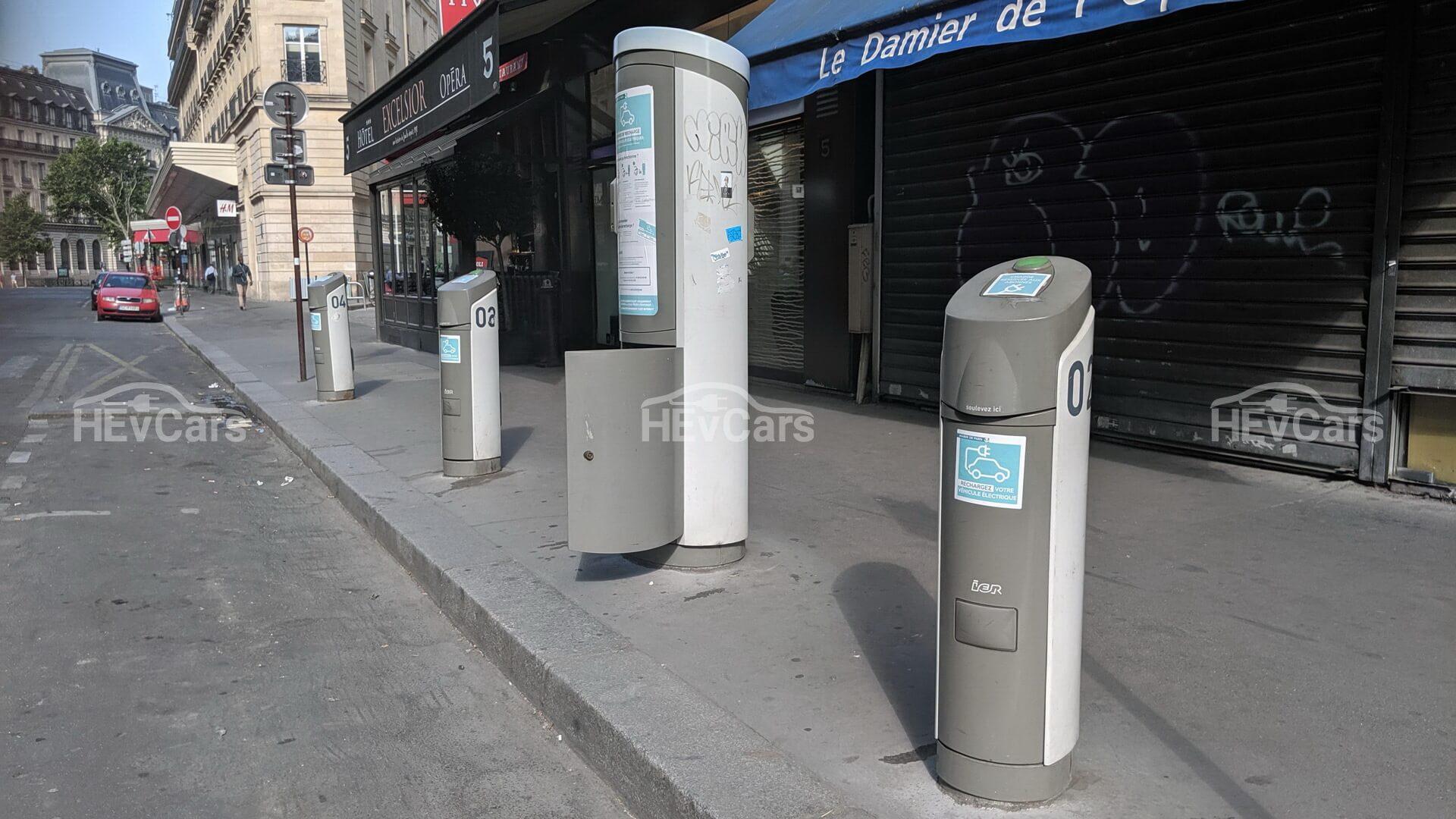 Зарядные станции для электромобилей в Париже