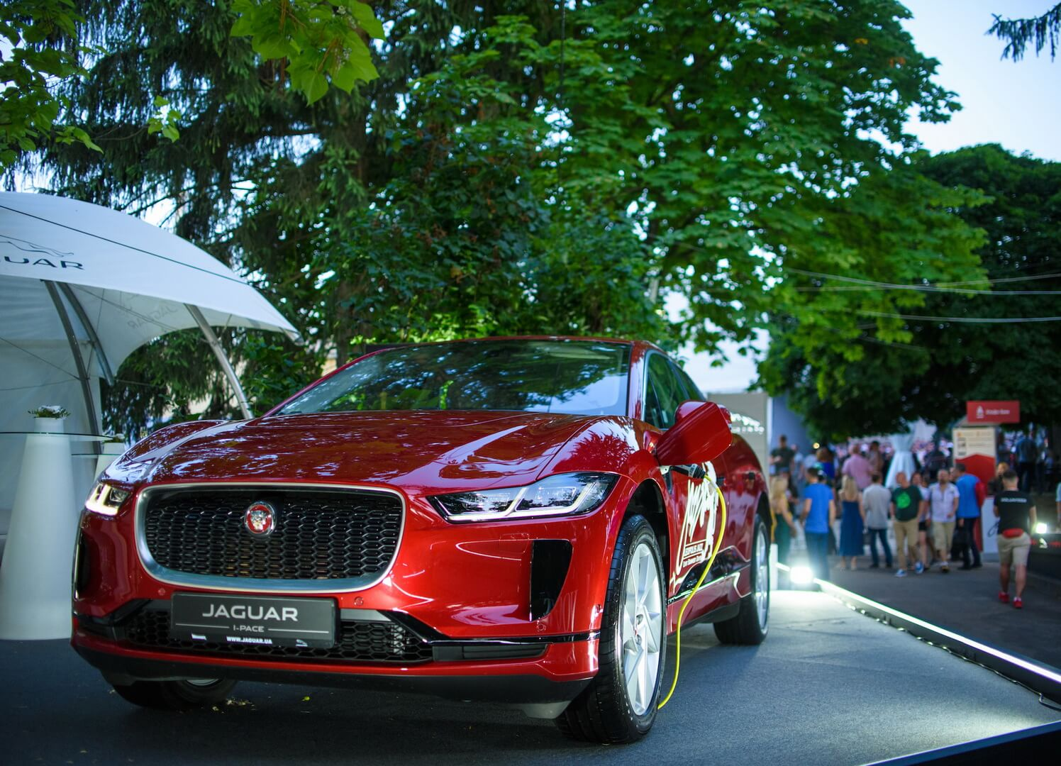 Jaguar представил электромобиль I-Pace наLeopolis Jazz Fest 2019 воЛьвове
