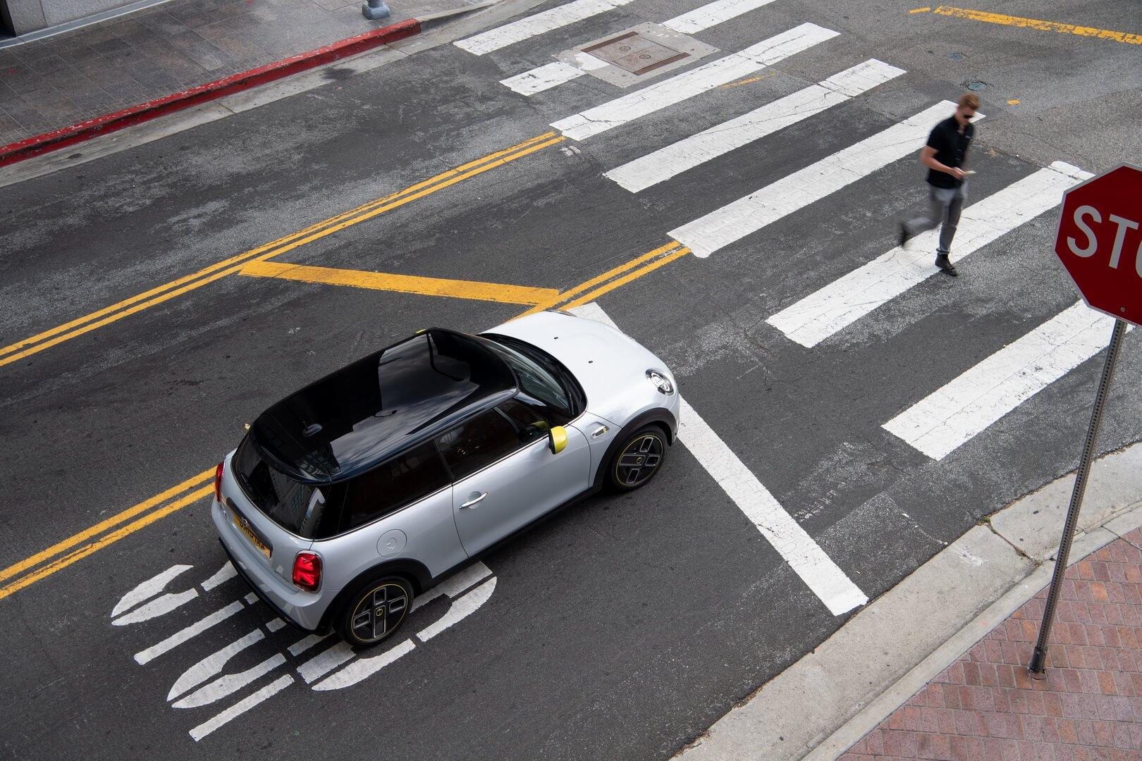 Фотография экоавто MINI Cooper SE - фото 13