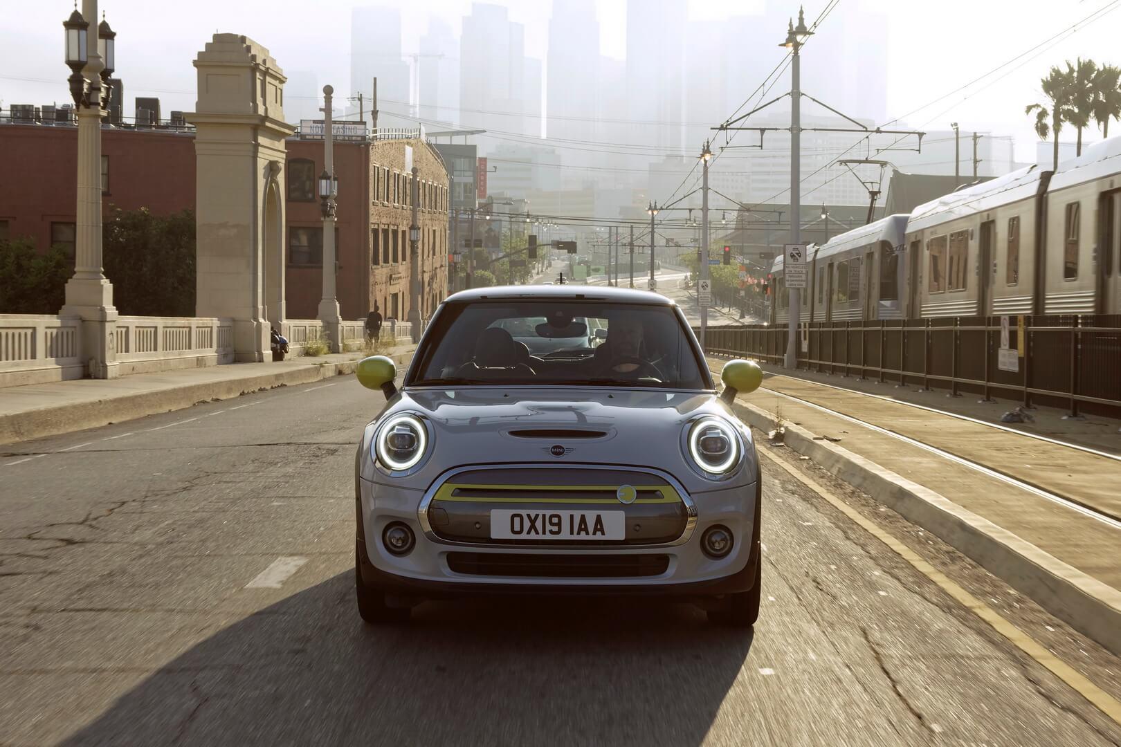 Фотография экоавто MINI Cooper SE - фото 22