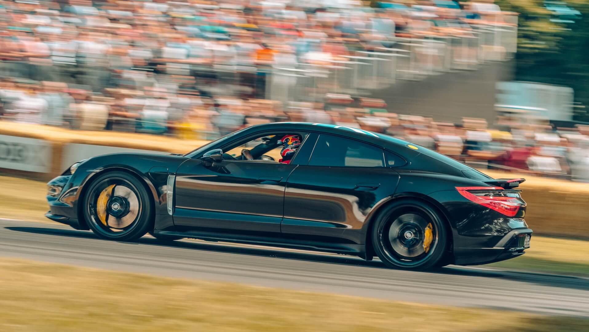 Porsche Taycan показал свои возможности на фестивале скорости в Гудвуде