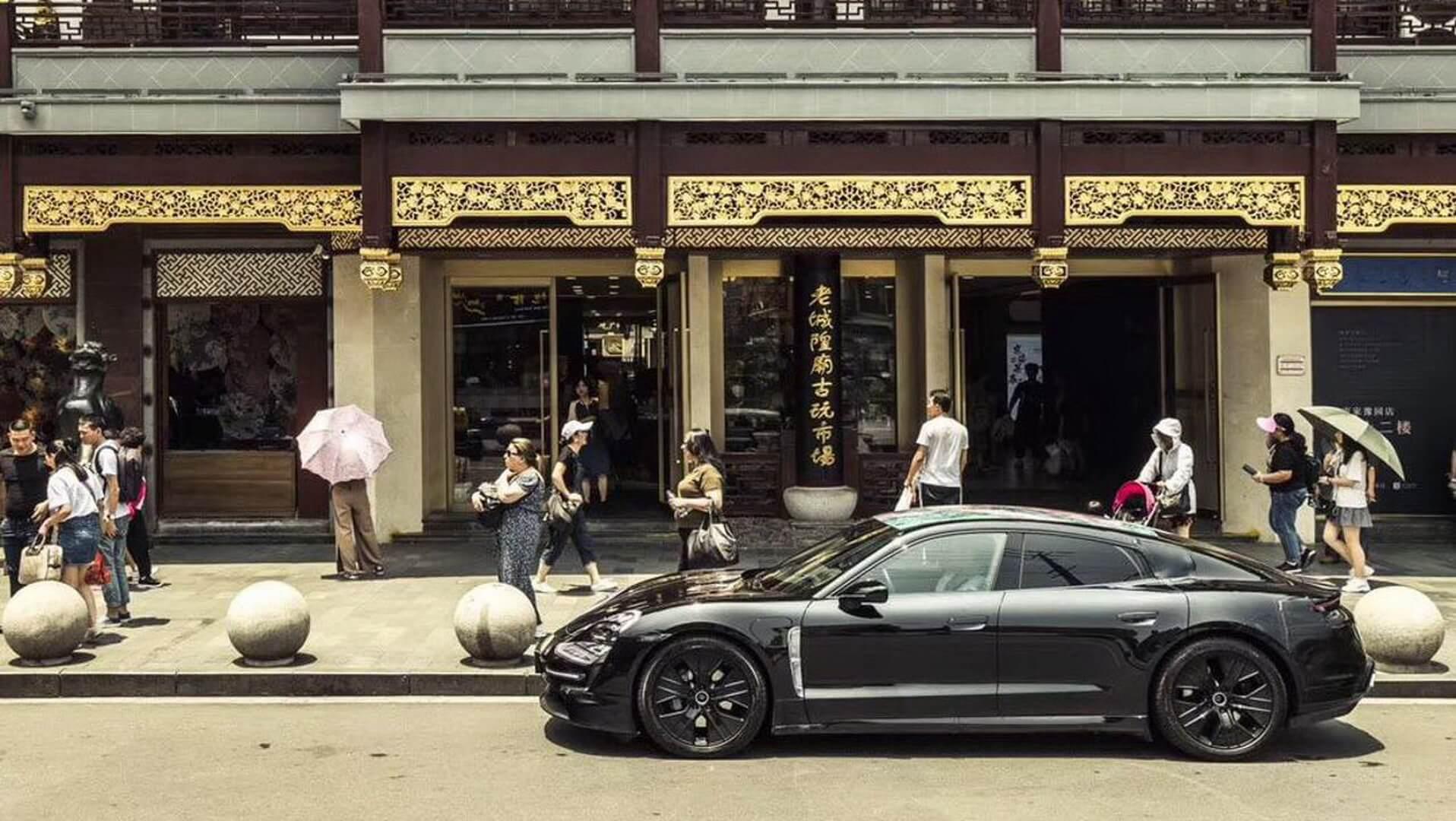 Porsche Taycan в Шанхае - фото 3