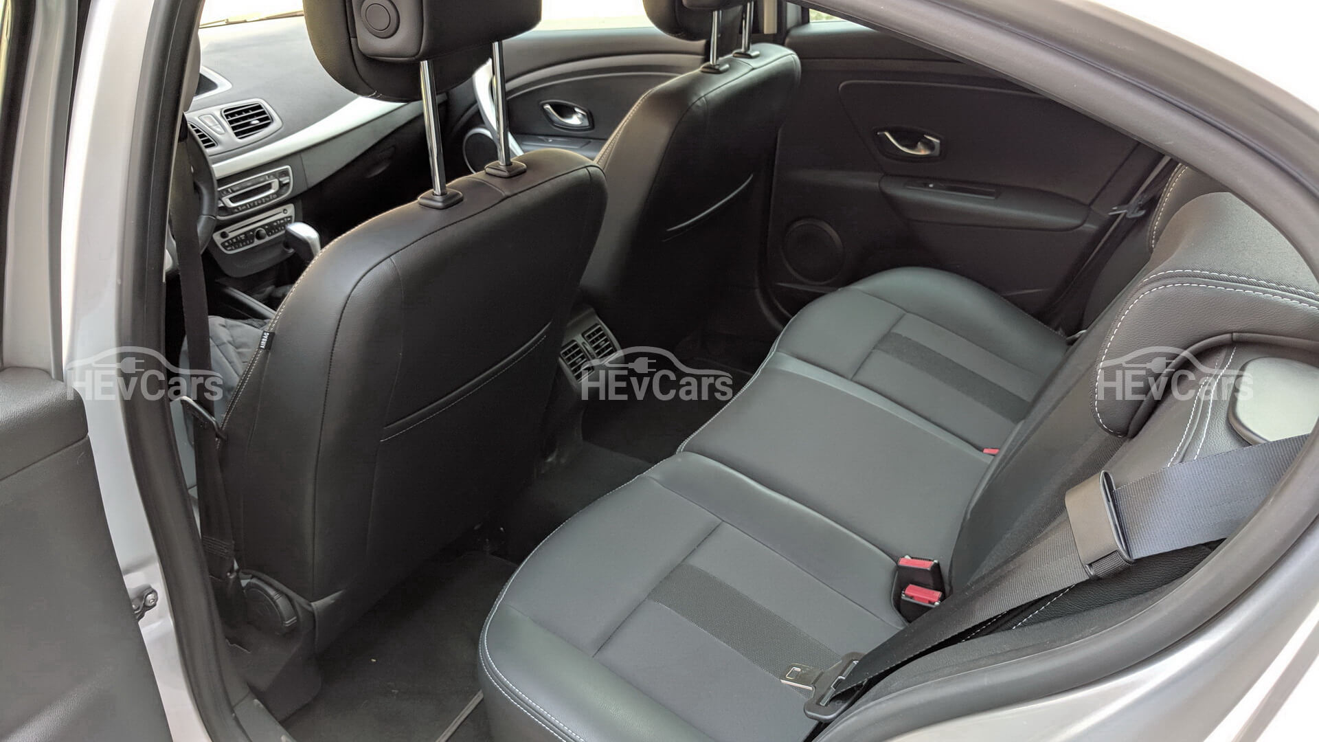 Задний ряд сидений в Renault Fluence Z.E.