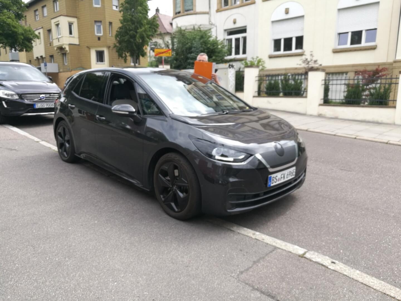 Volkswagen ID.3 без камуфляжа замечен на публике