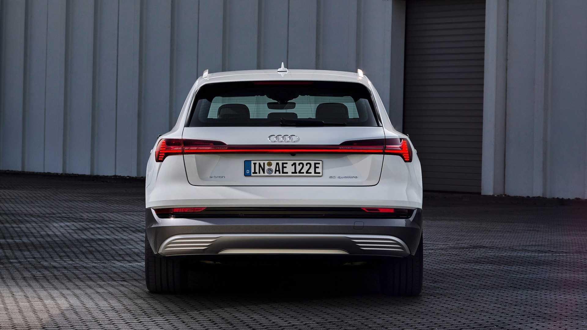 Электрический кроссовер Audi e-tron 50 quattro
