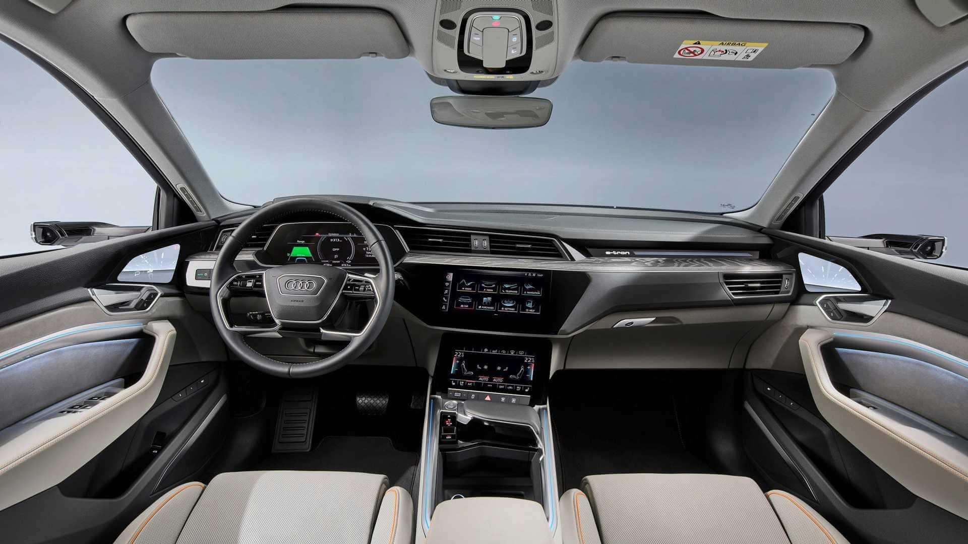 Интерьер салона Audi e-tron 50 quattro