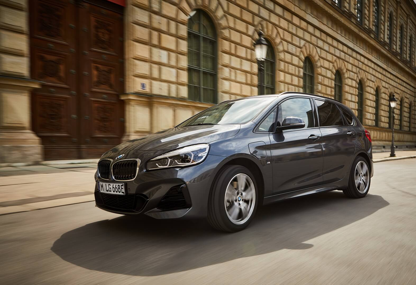 Фотография экоавто BMW 225xe Active Tourer 2019