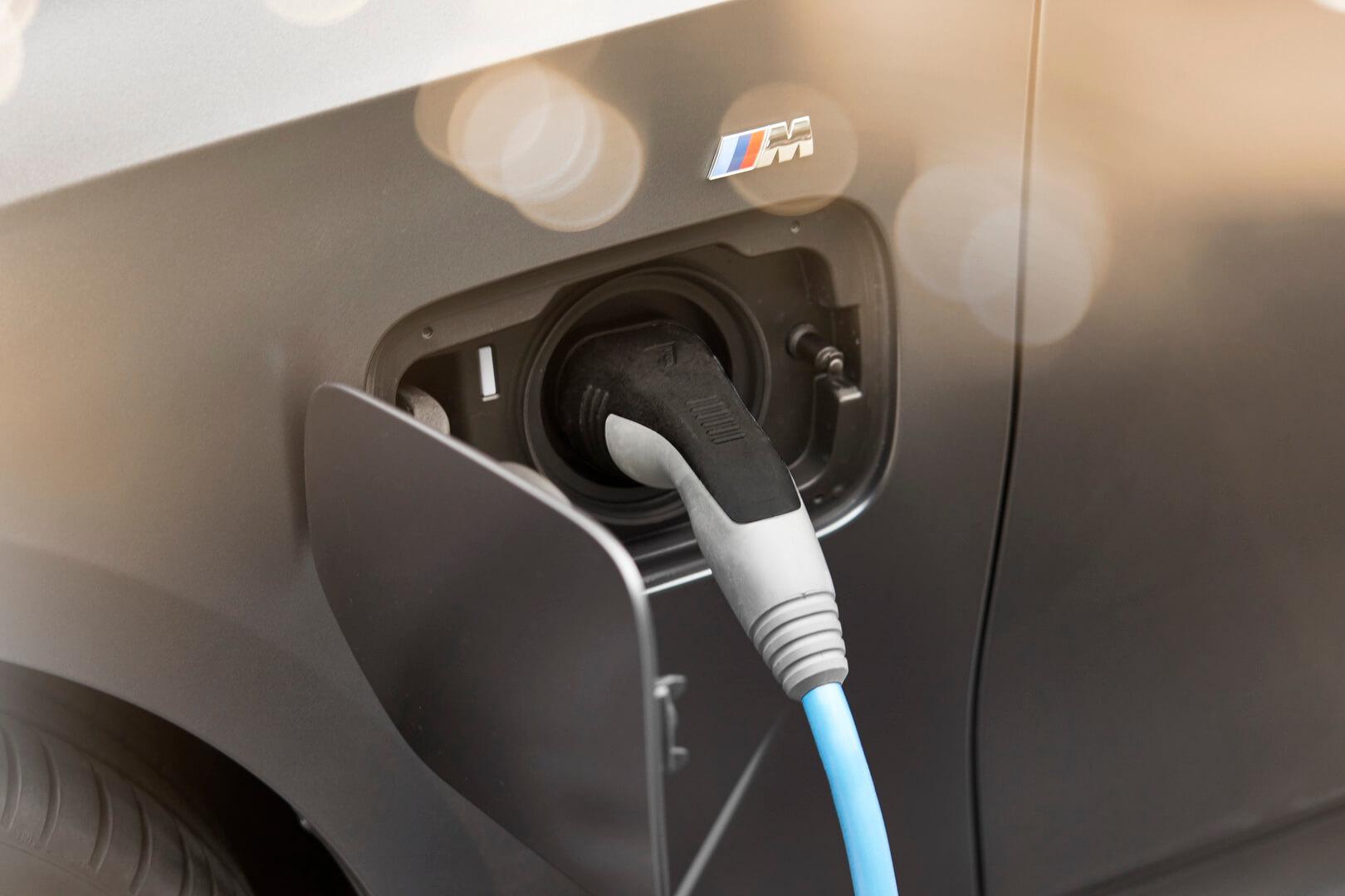 Фотография экоавто BMW 330e 2019 - фото 8