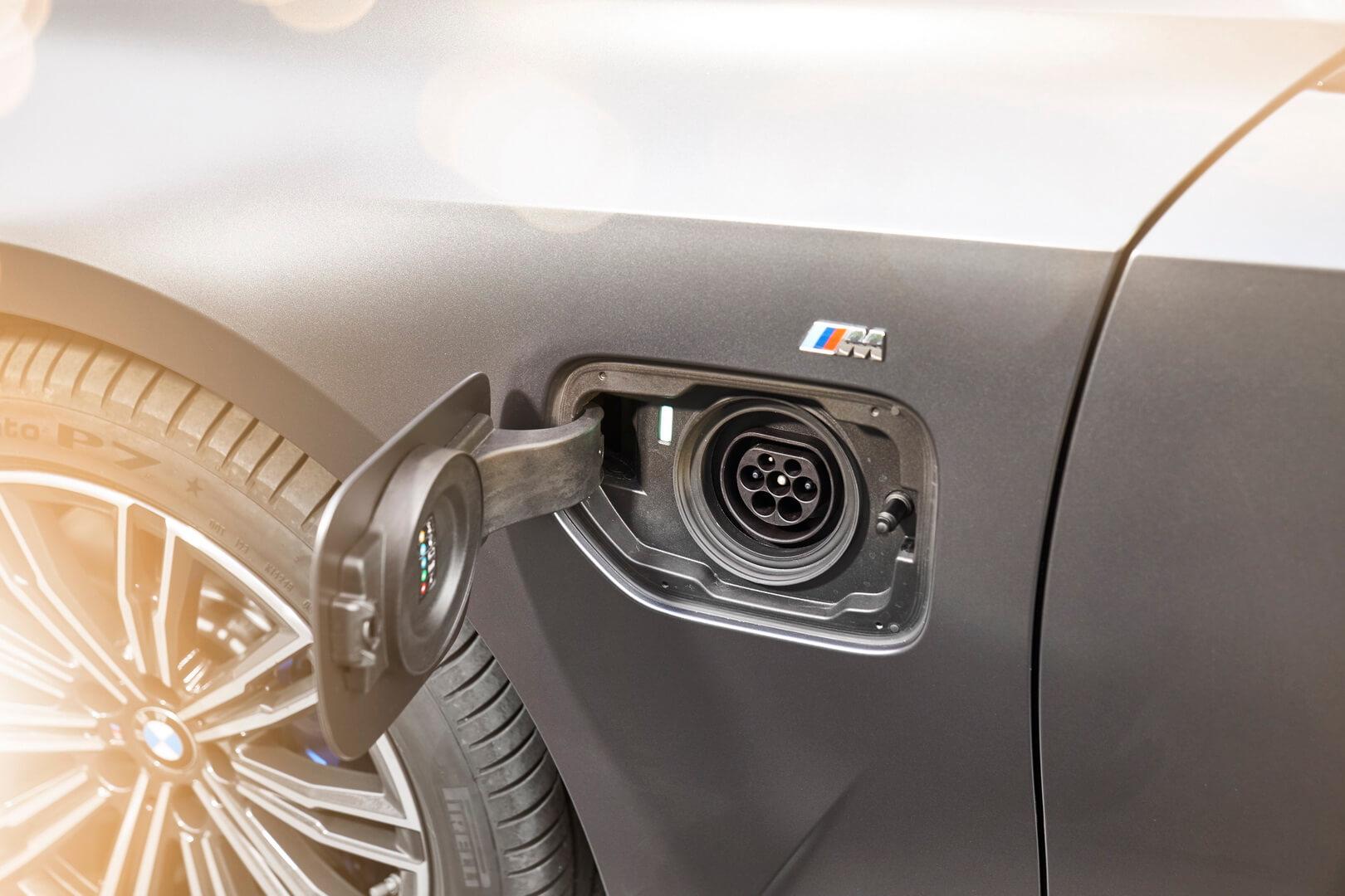 Фотография экоавто BMW 330e 2019 - фото 17