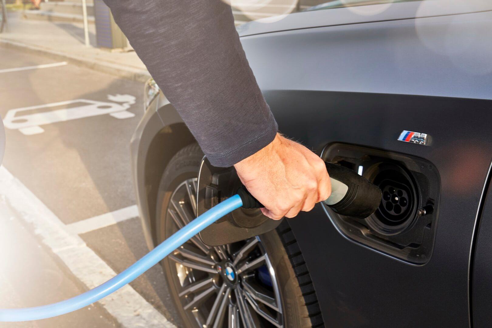 Фотография экоавто BMW 330e 2019 - фото 18