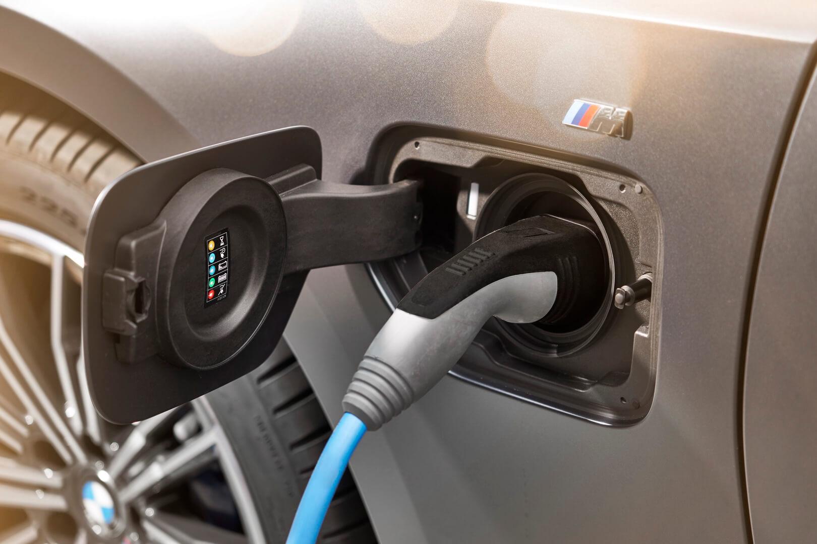 Фотография экоавто BMW 330e 2019 - фото 9