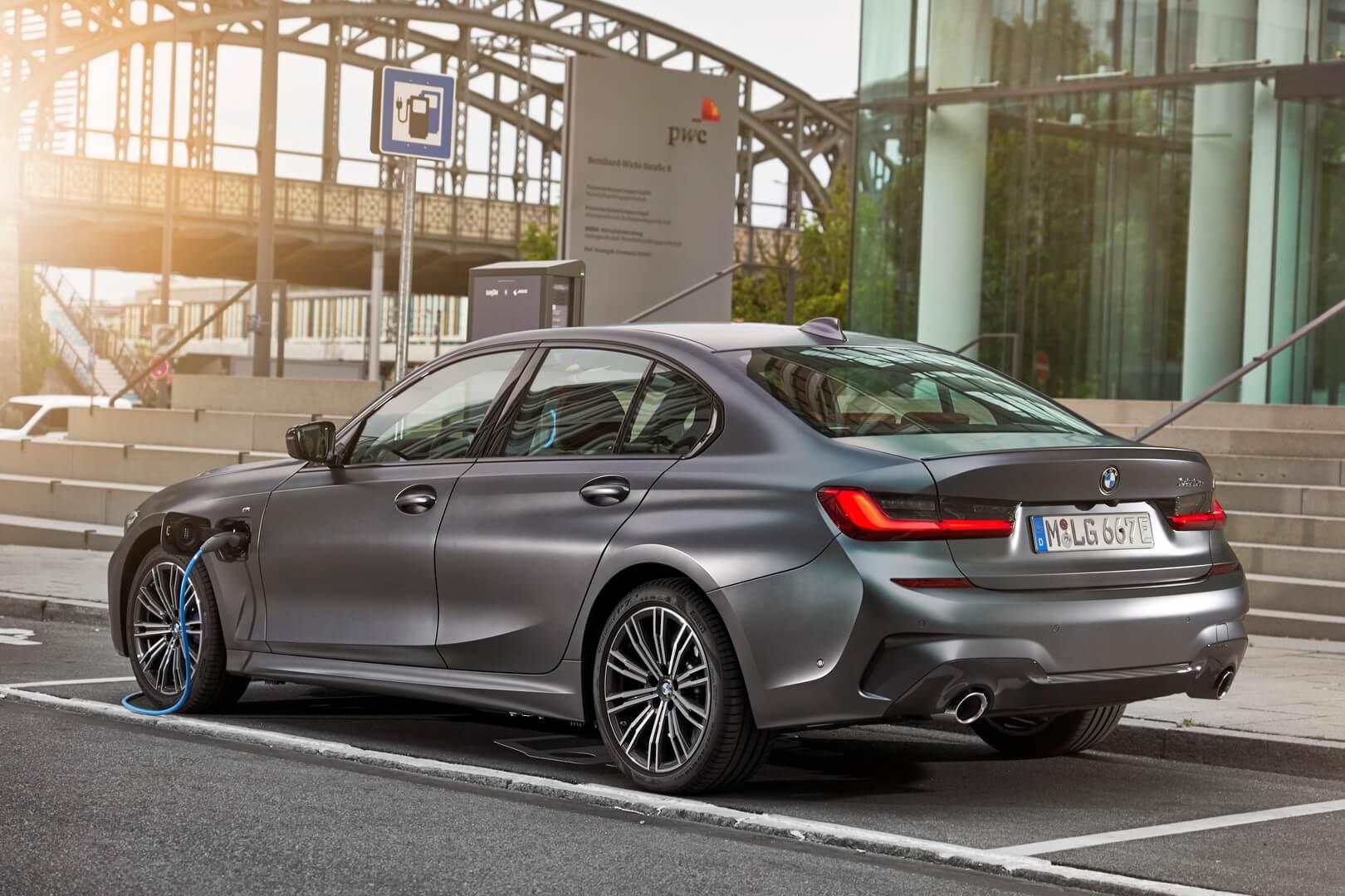 Фотография экоавто BMW 330e 2019 - фото 15