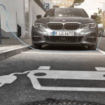 Фотография экоавто BMW 330e 2019 - фото 11