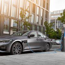 Фотография экоавто BMW 330e 2019 - фото 10