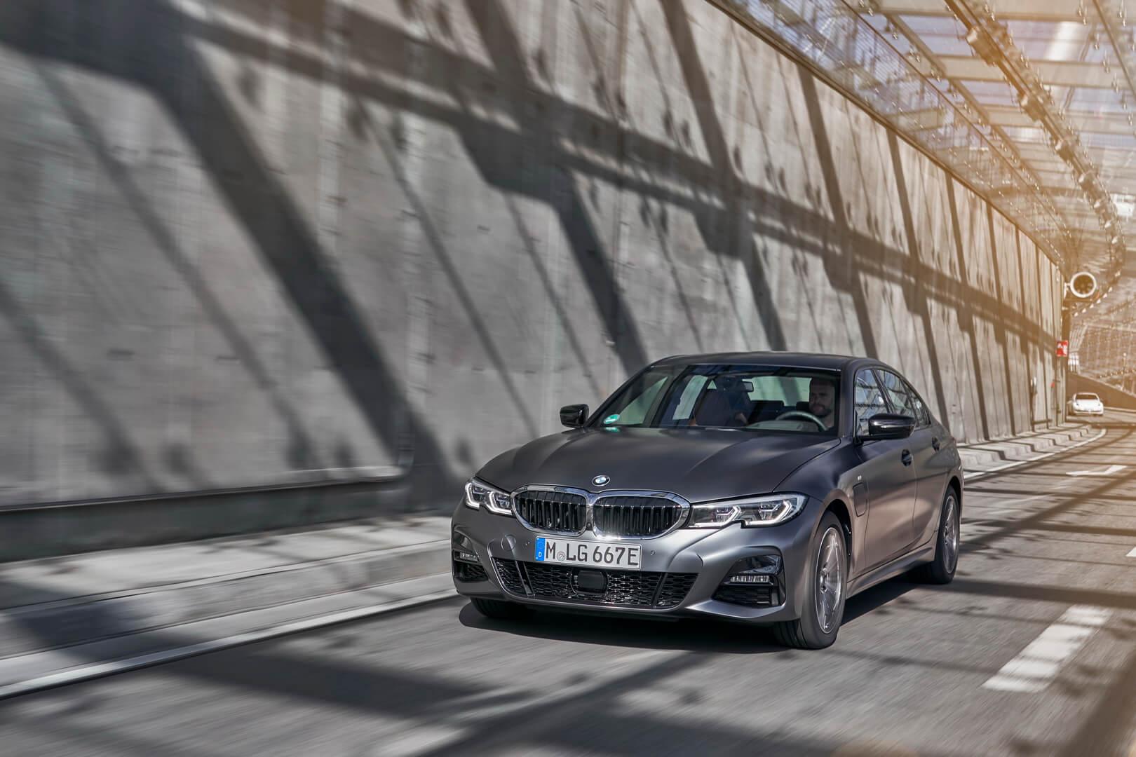 Фотография экоавто BMW 330e 2019 - фото 20