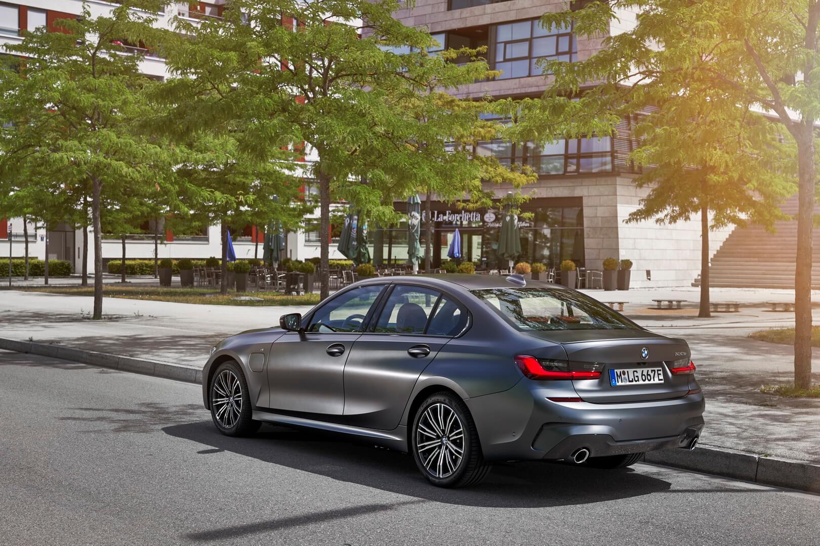 Фотография экоавто BMW 330e 2019 - фото 27