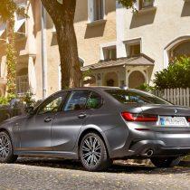 Фотография экоавто BMW 330e 2019 - фото 26