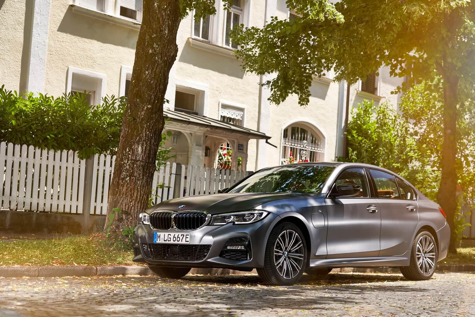 Фотография экоавто BMW 330e 2019 - фото 24