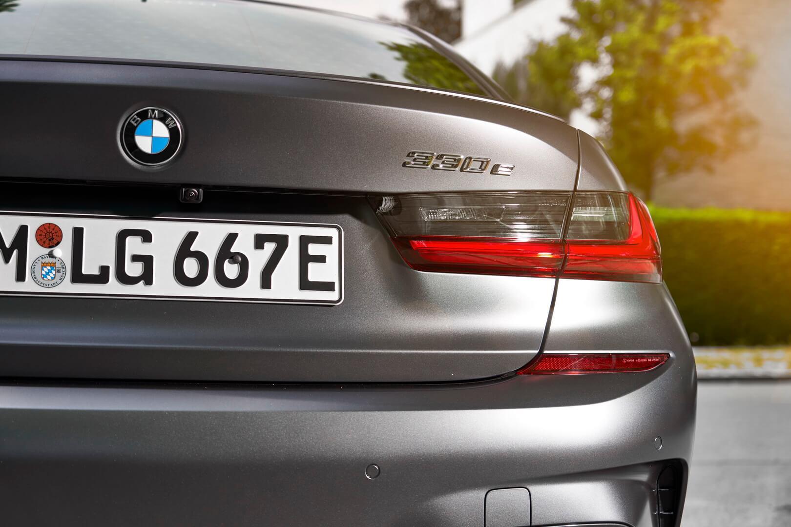 Фотография экоавто BMW 330e 2019 - фото 22