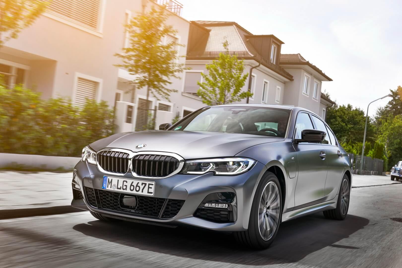 Фотография экоавто BMW 330e 2019 - фото 28