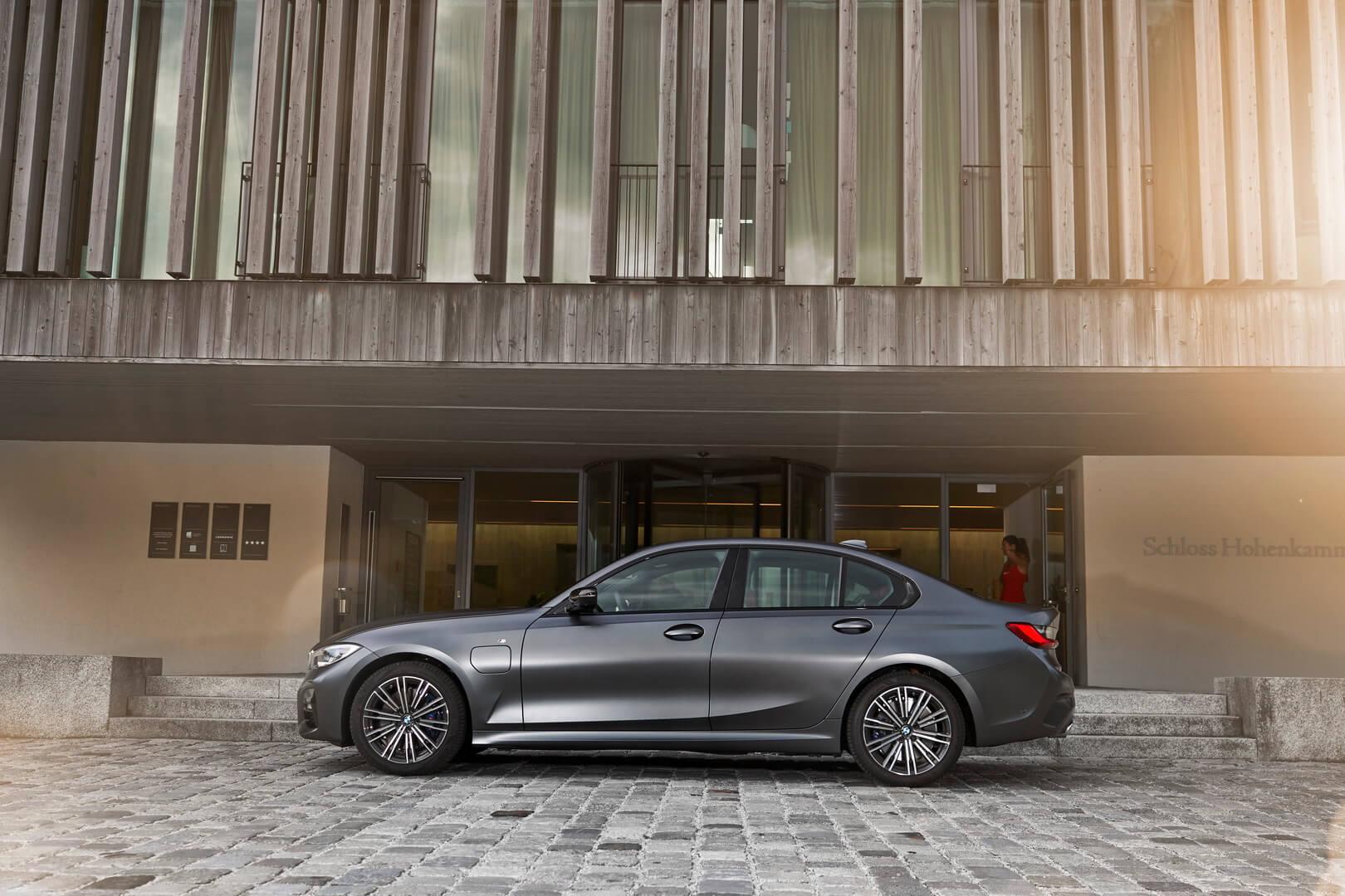 Фотография экоавто BMW 330e 2019 - фото 32