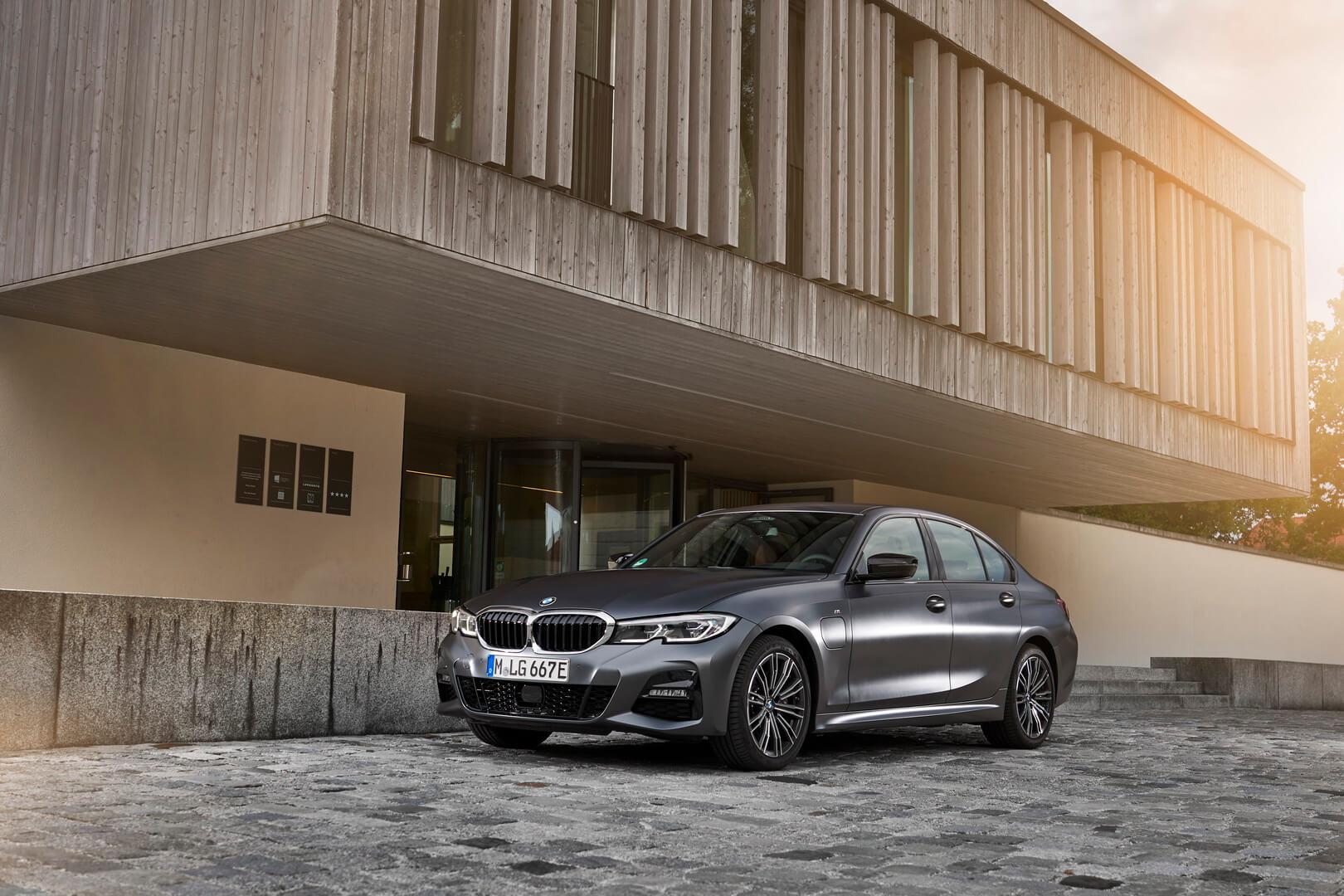 Фотография экоавто BMW 330e 2019 - фото 33