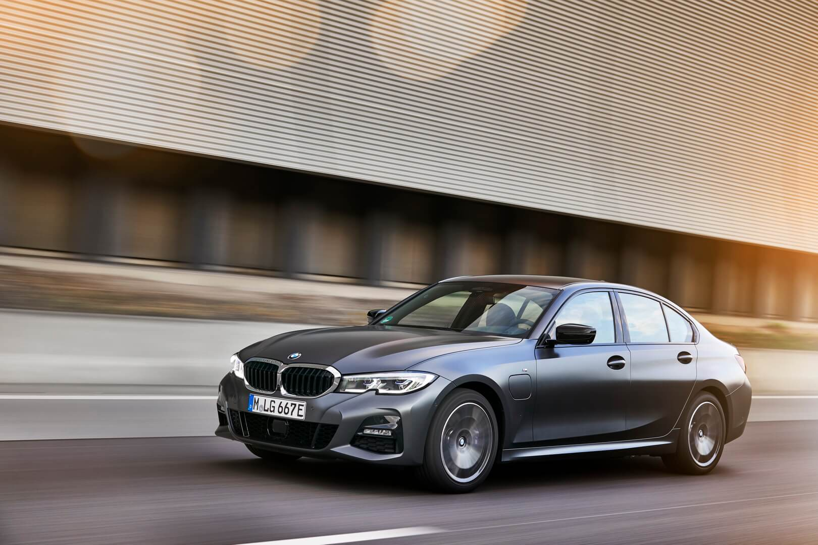 Фотография экоавто BMW 330e 2019 - фото 35