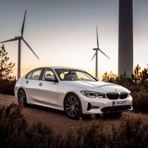 Фотография экоавто BMW 330e 2019 - фото 19