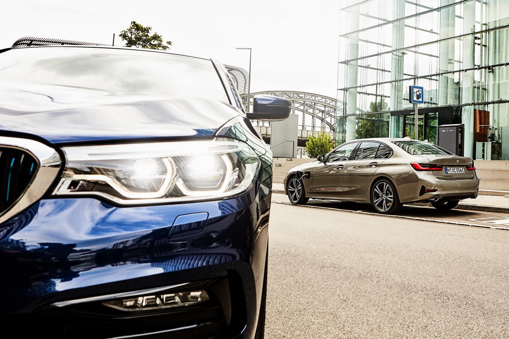 Фотография экоавто BMW 330e 2019 - фото 6