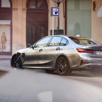 Фотография экоавто BMW 330e 2019 - фото 2