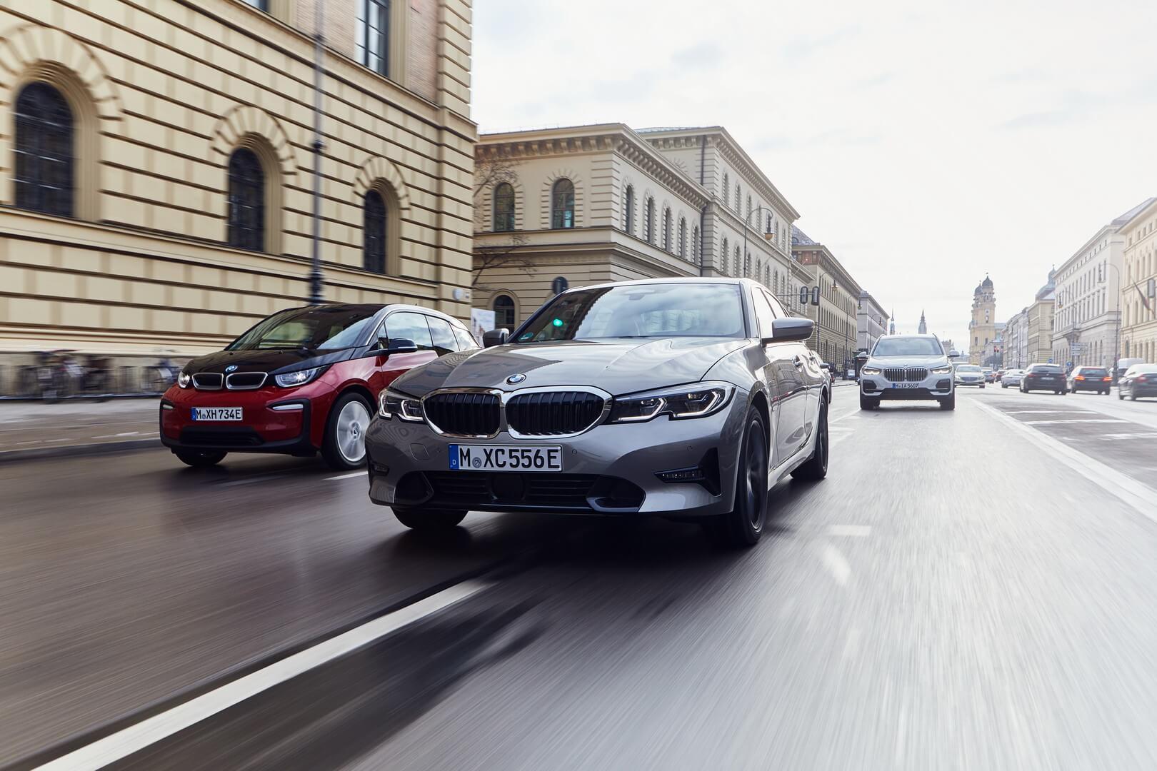 Фотография экоавто BMW 330e 2019 - фото 3