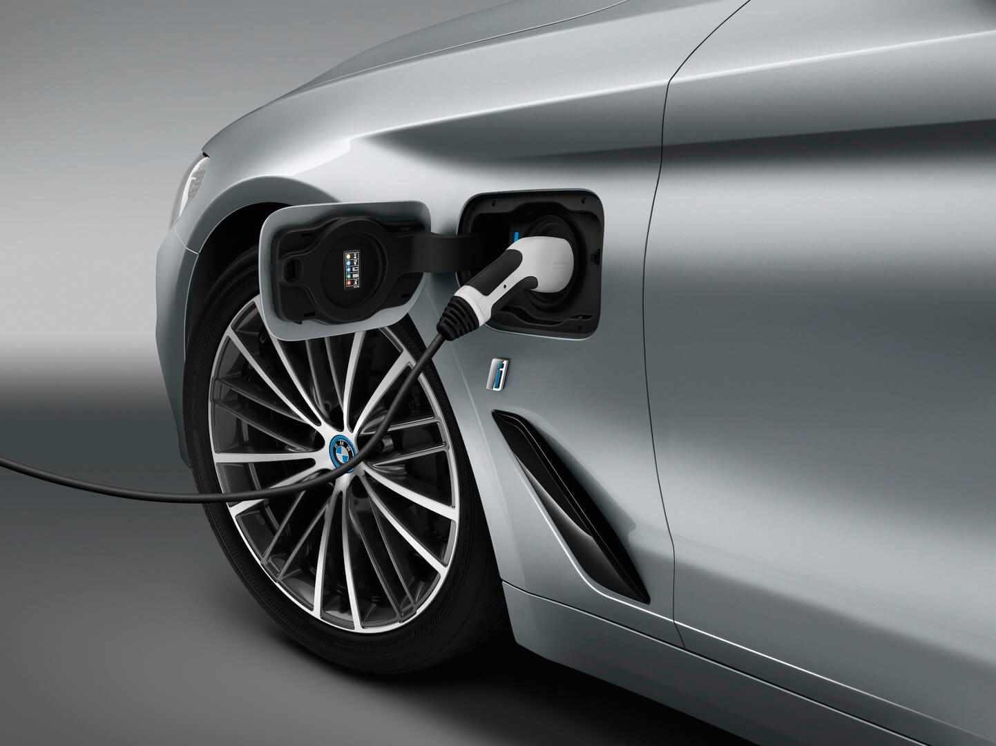 Фотография экоавто BMW 530e iPerformance - фото 3
