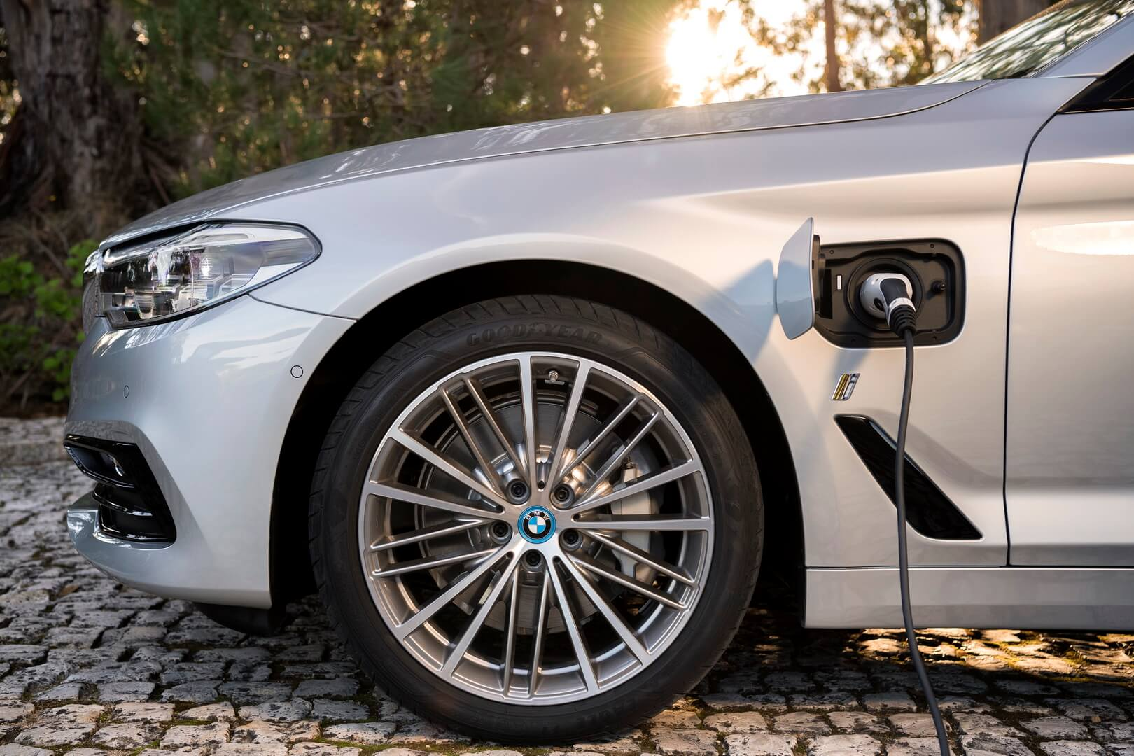 Фотография экоавто BMW 530e iPerformance - фото 16