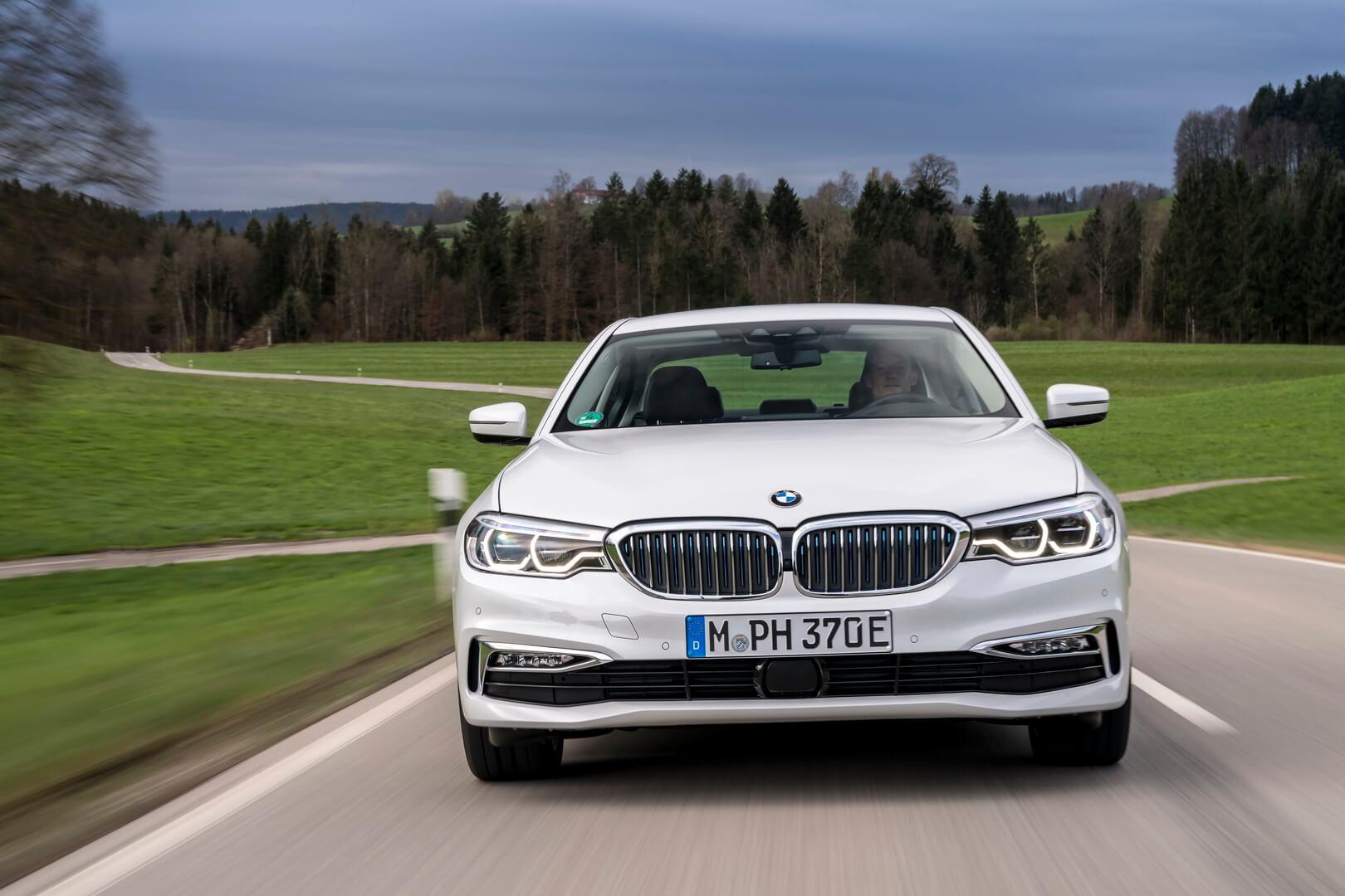 Фотография экоавто BMW 530e iPerformance - фото 14