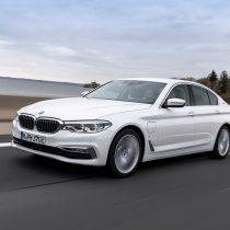 Фотография экоавто BMW 530e iPerformance - фото 13